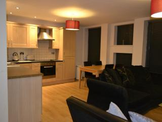 2 bedroom Condo with Internet Access in Liverpool - Liverpool vacation rentals