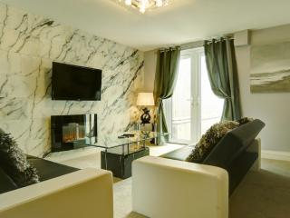 WHICKHAM APARTMENT with JACUZZI SPA BATH - Trenance vacation rentals