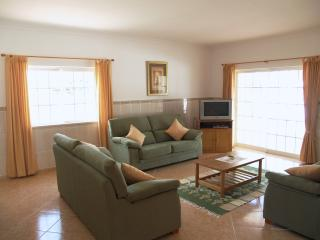 Spacious 4 bedroom duplex (-10) pool, beach nearby - Albufeira vacation rentals