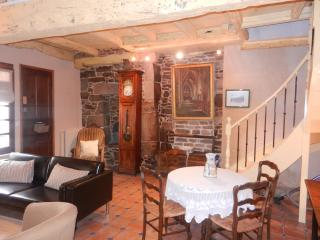 Le Jerzual - Beautiful cottage in Dinan (B005) - Dinan vacation rentals