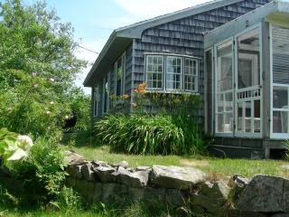 Perfect 2 bedroom Cottage in Biddeford with Deck - Biddeford vacation rentals