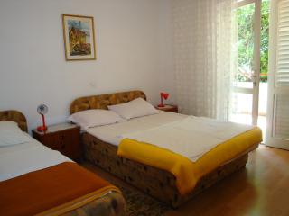 Apartment for 7-8 persons - for family and group - Hvar vacation rentals