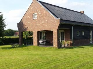 "Romantic Garden House ""Peeldroom"" - Nederweert vacation rentals"