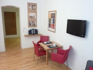1 bedroom Apartment with Internet Access in Düsseldorf - Düsseldorf vacation rentals