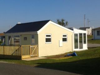 Nice 2 bedroom Chalet in Hayle with Internet Access - Hayle vacation rentals