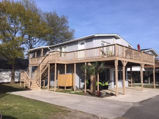 Spacious home in Oceanside Village with Golf Cart! - Surfside Beach vacation rentals