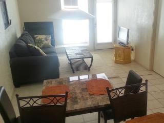 Beautiful Tucson Sunny & Spacious 1 BD Quiet Condo - Tucson vacation rentals