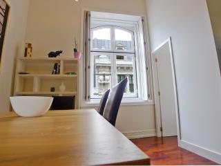 CH3 -High ceiling 3 Bedroom, 2 Bathroom - Lisbon vacation rentals