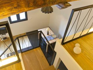 2 Bedrooms Loft (Car Park & Metro) - Porto vacation rentals