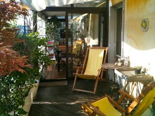 terrace,sun, close Champs Elysées, Montmartre - Paris vacation rentals