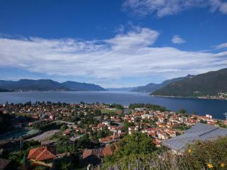 Bright 1 bedroom Maccagno Apartment with Internet Access - Maccagno vacation rentals