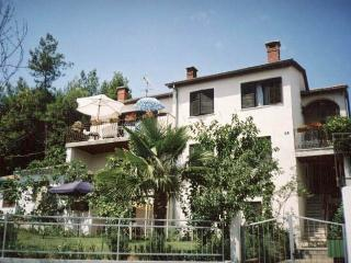 APARTMENT A4+2 (CENTER OF POREC, IN A QUIET ZONE) - Porec vacation rentals