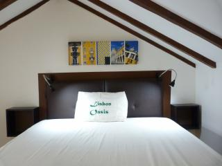 Leather headboard under vaulted ceilings.... - MOURARIA I, central Lisbon penthouse by St. George - Lisbon - rentals