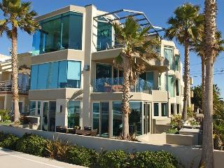 Luxurious Ocean Front, ground floor 3 BD 3BA Condo, garage and private patio - San Diego vacation rentals