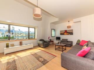 2-bedroom flat - Avenue Raymond Poincaré 2438 - Paris vacation rentals