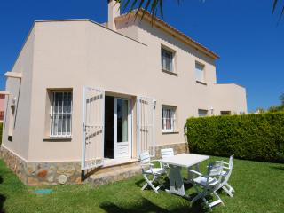 Villa-Duplex A with Jacuzzi on terrace, beach-150m - Oliva vacation rentals