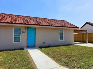 Seafoam Cottage, monthly rentals welcome - Port Aransas vacation rentals