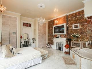 Fleur De Lis Suite - New Orleans vacation rentals