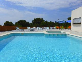 Bright L'Hospitalet de l'Infant vacation House with A/C - L'Hospitalet de l'Infant vacation rentals