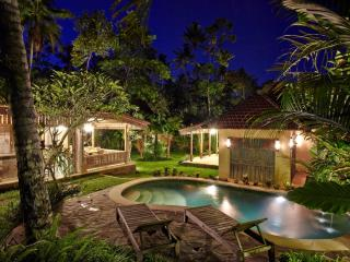 Gorgeous 3-bed Joglo Villa with Pool in Sayan - Sayan vacation rentals