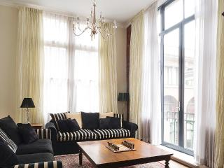 Comfortable 2 bedroom Melbourne Apartment with Internet Access - Melbourne vacation rentals