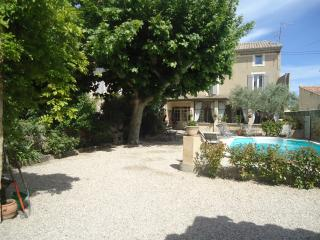 4 bedroom House with Internet Access in Entraigues-sur-la-Sorgue - Entraigues-sur-la-Sorgue vacation rentals