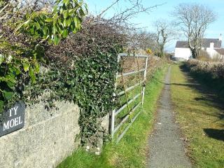 4 bedroom Farmhouse Barn with Dishwasher in Llangefni - Llangefni vacation rentals
