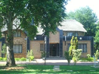Bright 9 bedroom Guest house in Midrand - Midrand vacation rentals
