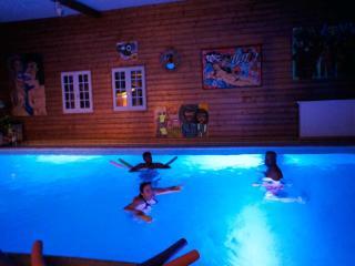 Zen Art'Titude  1h30 de Paris Piscine intérieure - Rouen vacation rentals