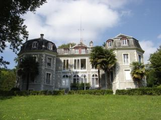 Chambre d' Hôtes dans Château - Jurancon vacation rentals