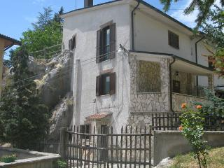 Nice House with Deck and Internet Access - Petrella Liri vacation rentals