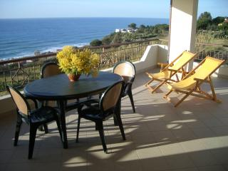 Bright 2 bedroom San Nicolo di Ricadi Villa with Deck - San Nicolo di Ricadi vacation rentals