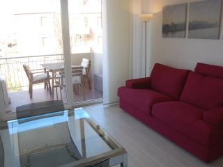 Gorgeous 2 bedroom Apartment in Lido Adriano with A/C - Lido Adriano vacation rentals