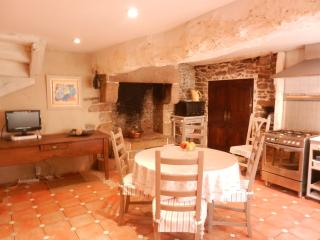 Beautiful cottage in the heart of Dinan (B004) - Dinan vacation rentals