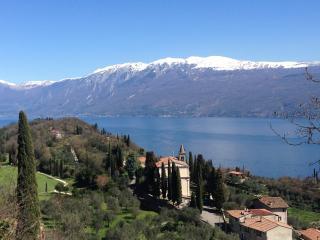 Casa Miraggio, vista Lago di Garda, verde e quiete - Toscolano-Maderno vacation rentals