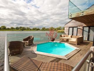 Waters Edge 10, Malachite - South Cerney vacation rentals