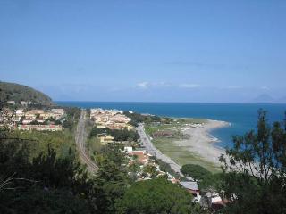 Appartamento con terrazzo vista mare e giardino - San Giorgio vacation rentals