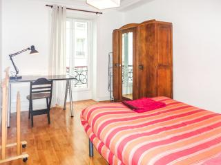 Rue de Lesage, the special window on Belleville - Paris vacation rentals