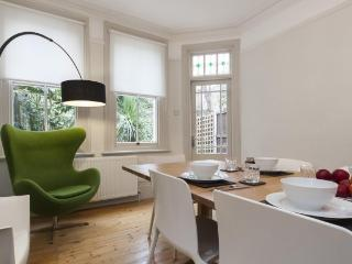 OXFORD CIRCUS! 5 STAR WanderLuxe! 2Bed/2Bath QUIET - London vacation rentals