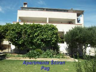 Wonderful 4 bedroom Pag Apartment with Internet Access - Pag vacation rentals