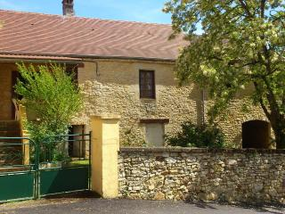 Nice Cottage with A/C and Satellite Or Cable TV - Saint-Martial-de-Nabirat vacation rentals