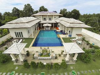 Villa Jade - 7 Bedroom Villa near Pattaya - Pattaya vacation rentals