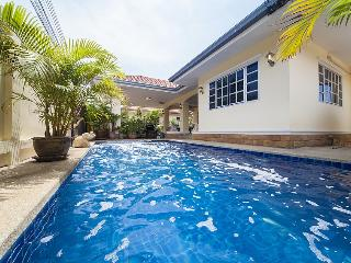 Villa Chester - 5 Bedroom Villa in Pattaya - Jomtien Beach vacation rentals