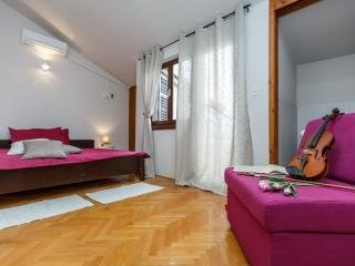 Villa Sonata (A5) room 5 - Omis vacation rentals