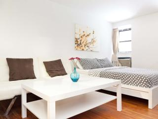 Amazing UES Garden studio in great location! - New York City vacation rentals