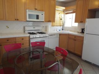 3 Bedroom 2 Bathroom Apartment in Sherman Oaks - North Hollywood vacation rentals