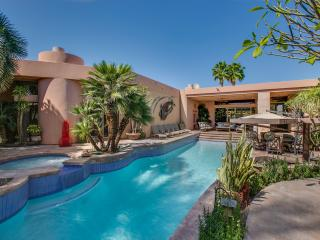 """Hidden Gem"" SWIM UP POOL BAR/SPA, POOL TABLE - La Quinta vacation rentals"