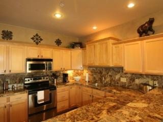 Luxury, Views of Lone Peak* Hot Tub *Free Wifi, Shuttle Ideal for Trips to YNP - Montana vacation rentals