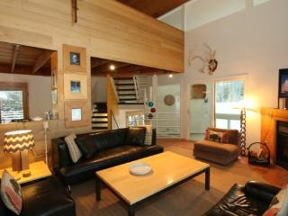 Mountain retreat creek & Wildlife Views, Hot Tub,Sauna Gr8t for YNP Trips - Big Sky vacation rentals