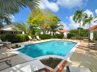 Located at the corner of the Holders Polo Field, this villa also contains a 1-bedroom cottage. RL BTC - Barbados vacation rentals